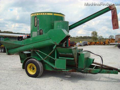 1980 John Deere 700 grinder mixer