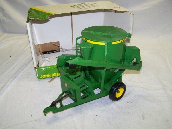 310: Ertl John Deere Grinder Mixer Toy Farm : Lot 310