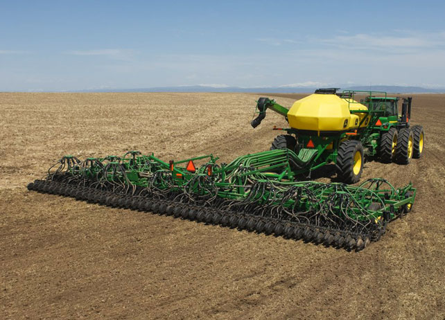 John Deere Air Seeding on Plains