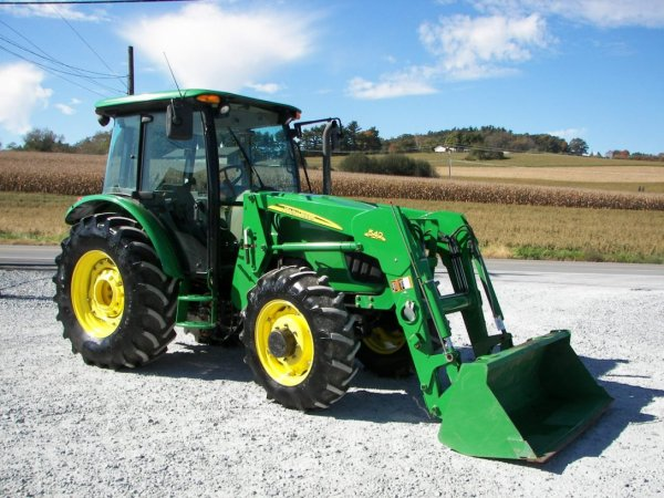 1153: John Deere 5525 4x4 Cab Tractor with Loader : Lot 1153