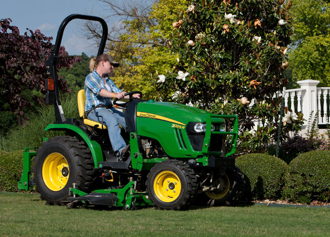 john deere 2 family compact utility tractors