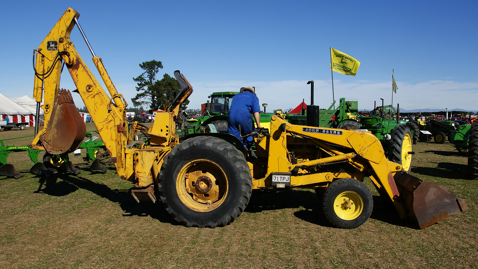 1980 JOHN DEERE 400 INDUSTRIAL tractor. | Seen at the ...