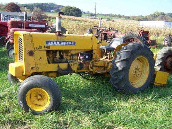 2250: John Deere 440 Antique Utility Tractor w Box Bla ...