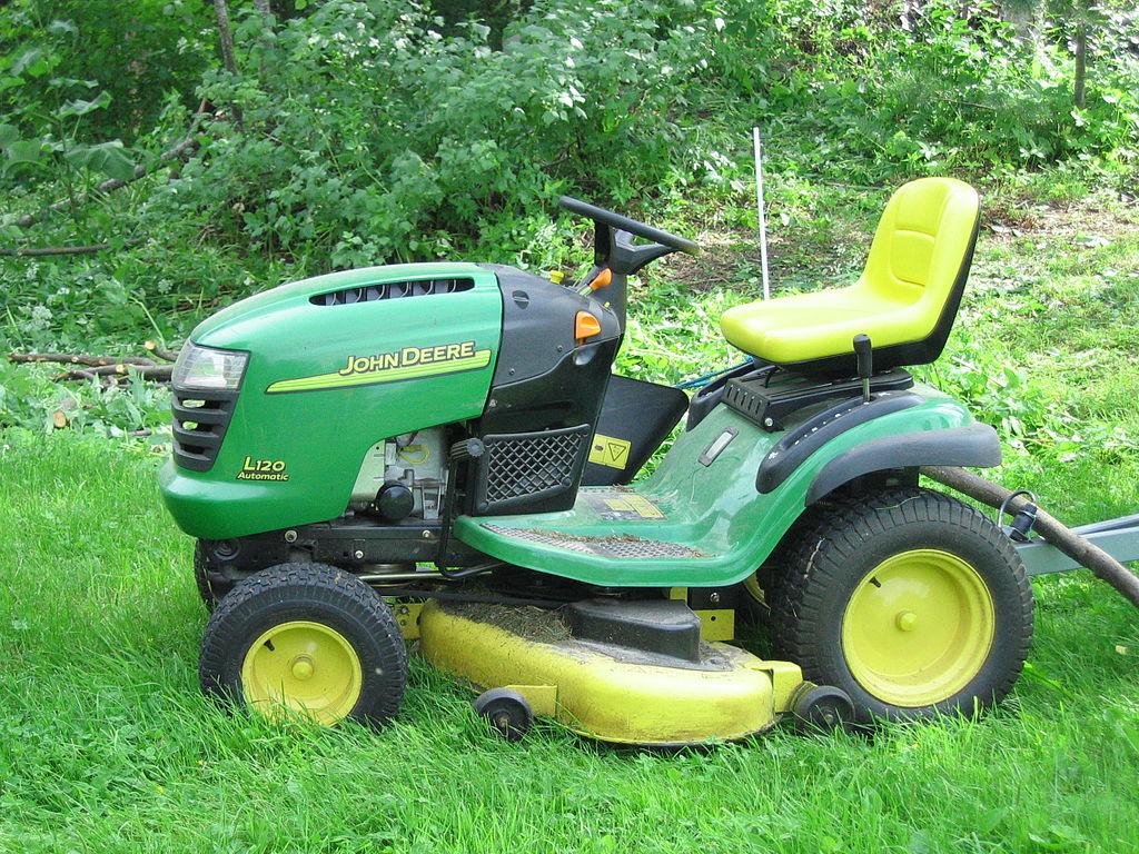 File:John Deere lawn mower.JPG - Wikimedia Commons