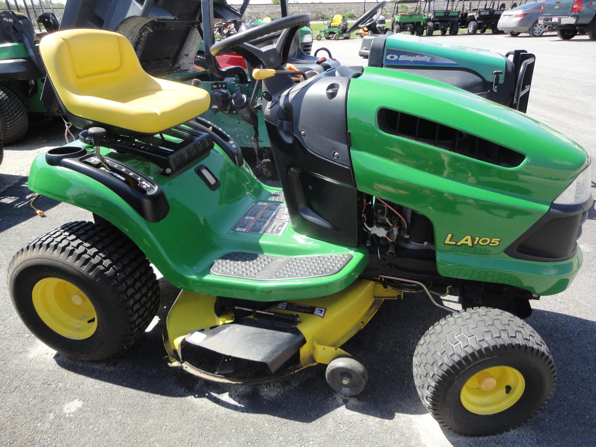 John Deere LA105 Lawn & Garden and Commercial Mowing - John Deere ...