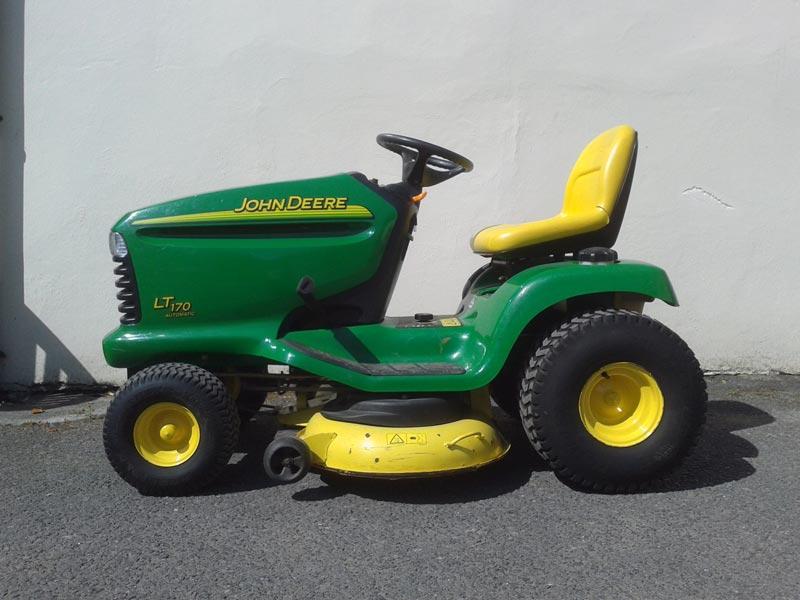 Used John Deere LT170   Ride-on Lawn Mower