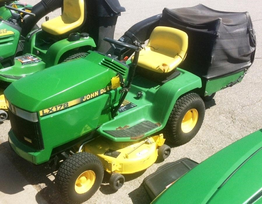 1991 JOHN DEERE LX178 Riding Lawn Mower $1,995.00