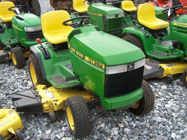 1047: JOHN DEERE GT262 LAWN AND GARDEN TRACTOR!! : Lot 1047