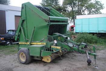 Used Farm Tractors for Sale: John Deere 500 Round Baler ...