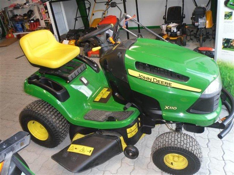 John Deere X110 Tracteur-tondeuse - technikboerse.com
