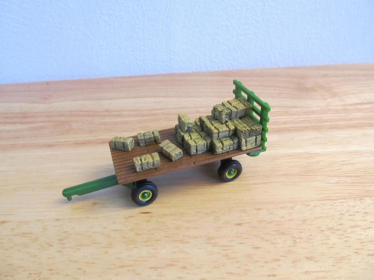 1 64th Ertl John Deere Hay rack wagon with bale load neat ...