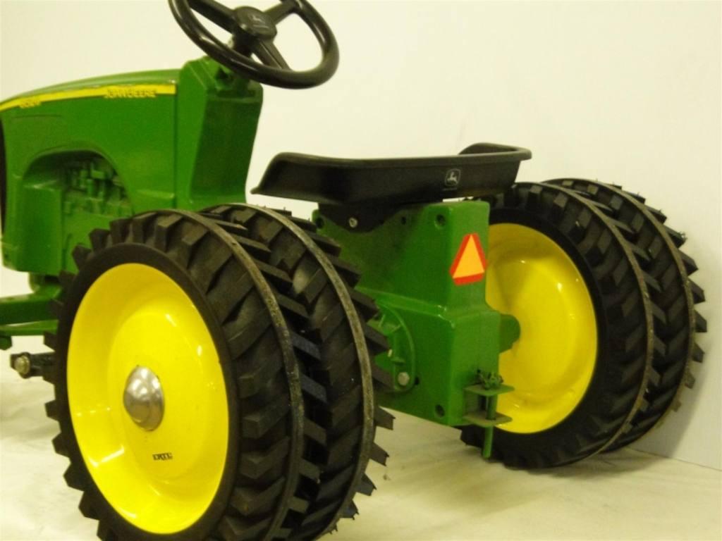 Ertl John Deere 8520 pedal tractor