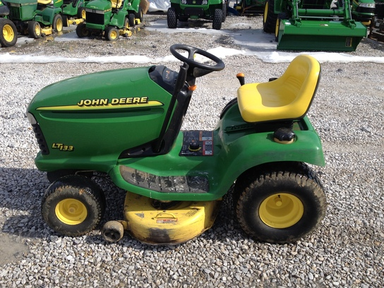 2002 John Deere LT133 Lawn & Garden and Commercial Mowing ...