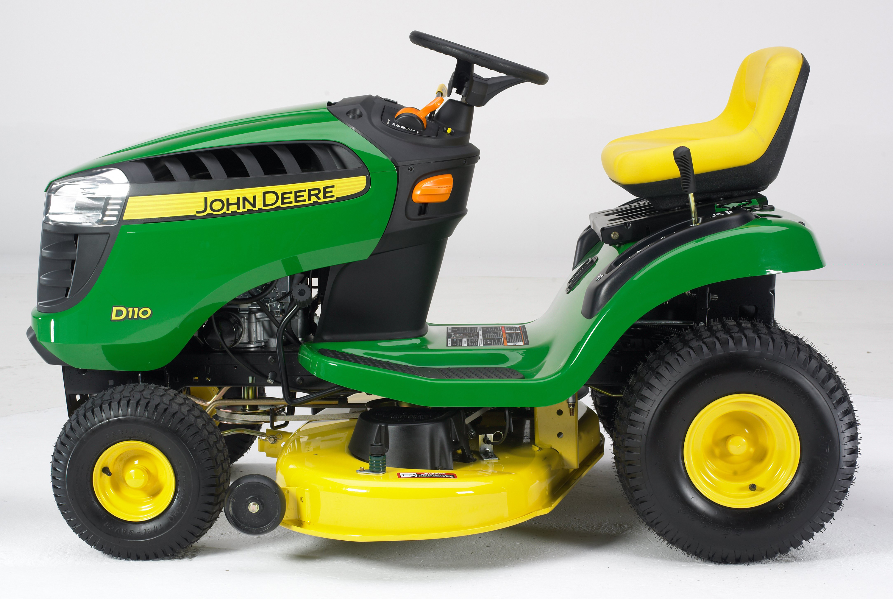 John Deere Unveils the New 100 Series Lawn Tractor