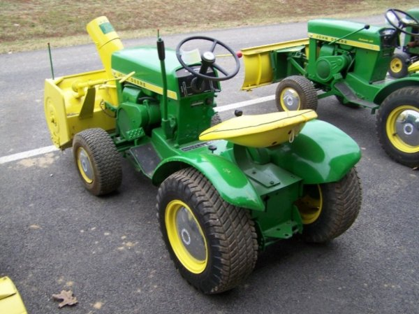 115: John Deere 112 Lawn And Garden Tractor : Lot 115