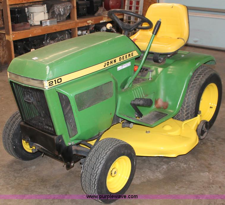 John Deere 210 lawn tractor | no-reserve auction on ...