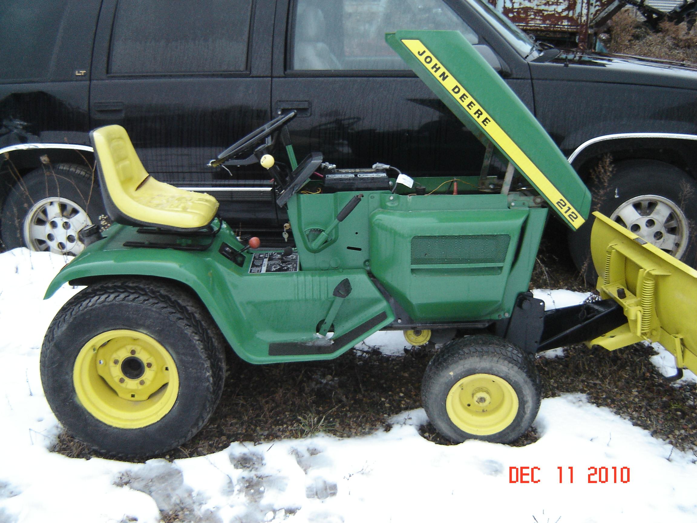 John Deere 212 Mower: John Deere 212 - e-cighq.com