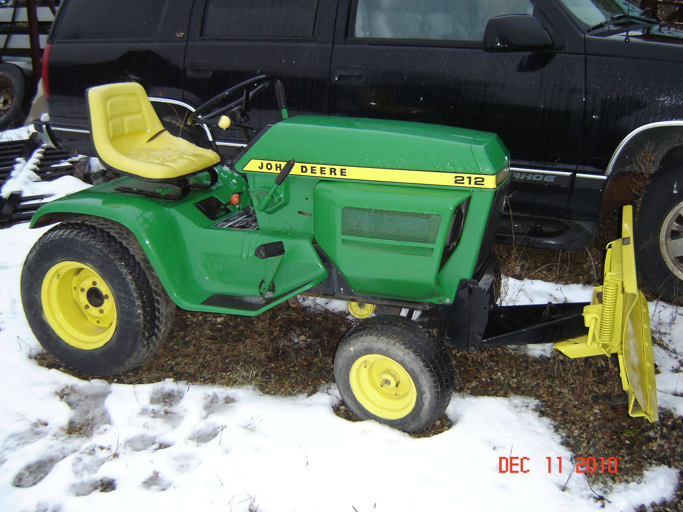 John Deere Lawn Tractor 212 submited images.