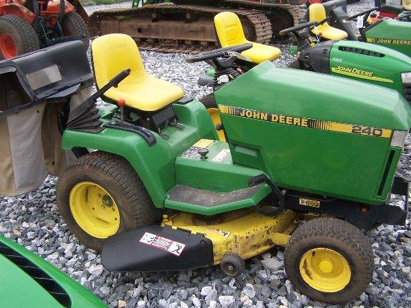1046: JOHN DEERE 240 LAWN AND GARDEN TRACTOR W/ BAGGER ...