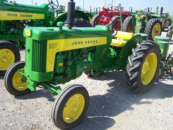289: John Deere 330 Antique Farm Tractor : Lot 289