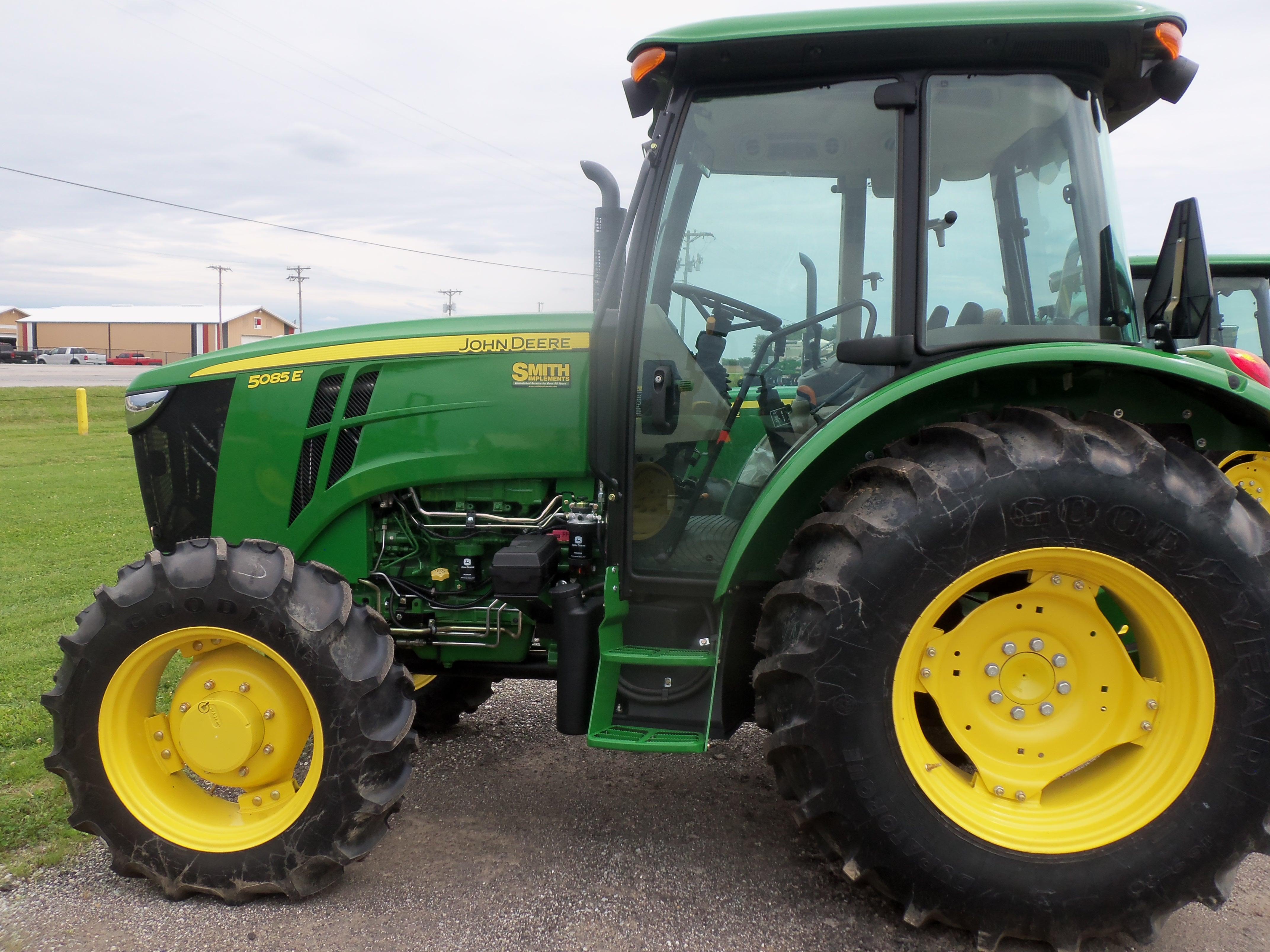 John Deere 5085E cab tractor.Same hp as the 70-hp 2630 ...