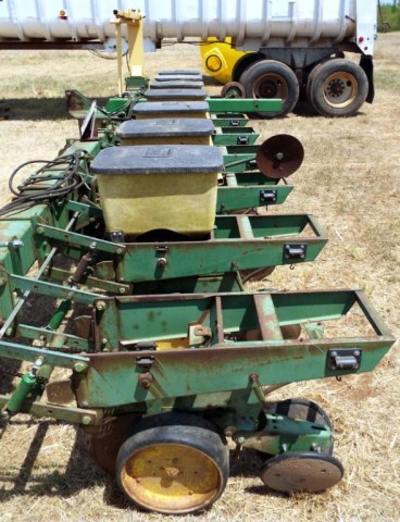 1986 John Deere 7100 Planter