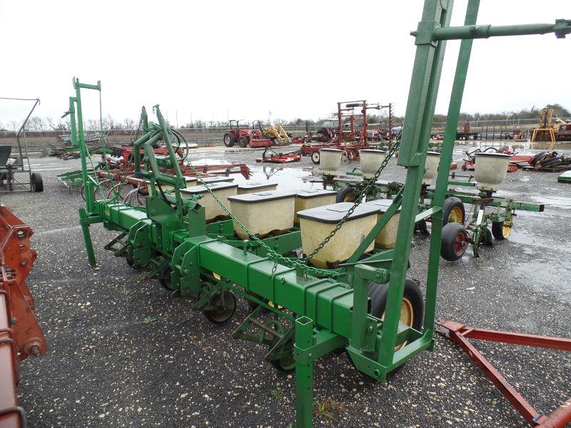 John Deere 7100 Planter/Row Unit #16814 DIETZ TRACTOR ...