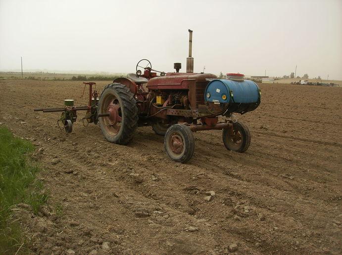 John Deere 7100 with liquid fertil... - Yesterday's Tractors