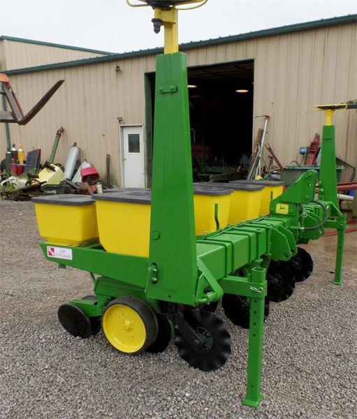 John Deere 7100 Planter/Row Unit #7954 S & S EQUIPMENT ...
