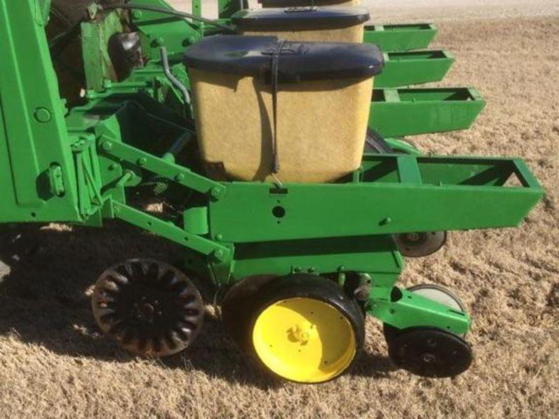 John Deere 7100 Planter/Row Unit #P710021715A TENNESSEE ...