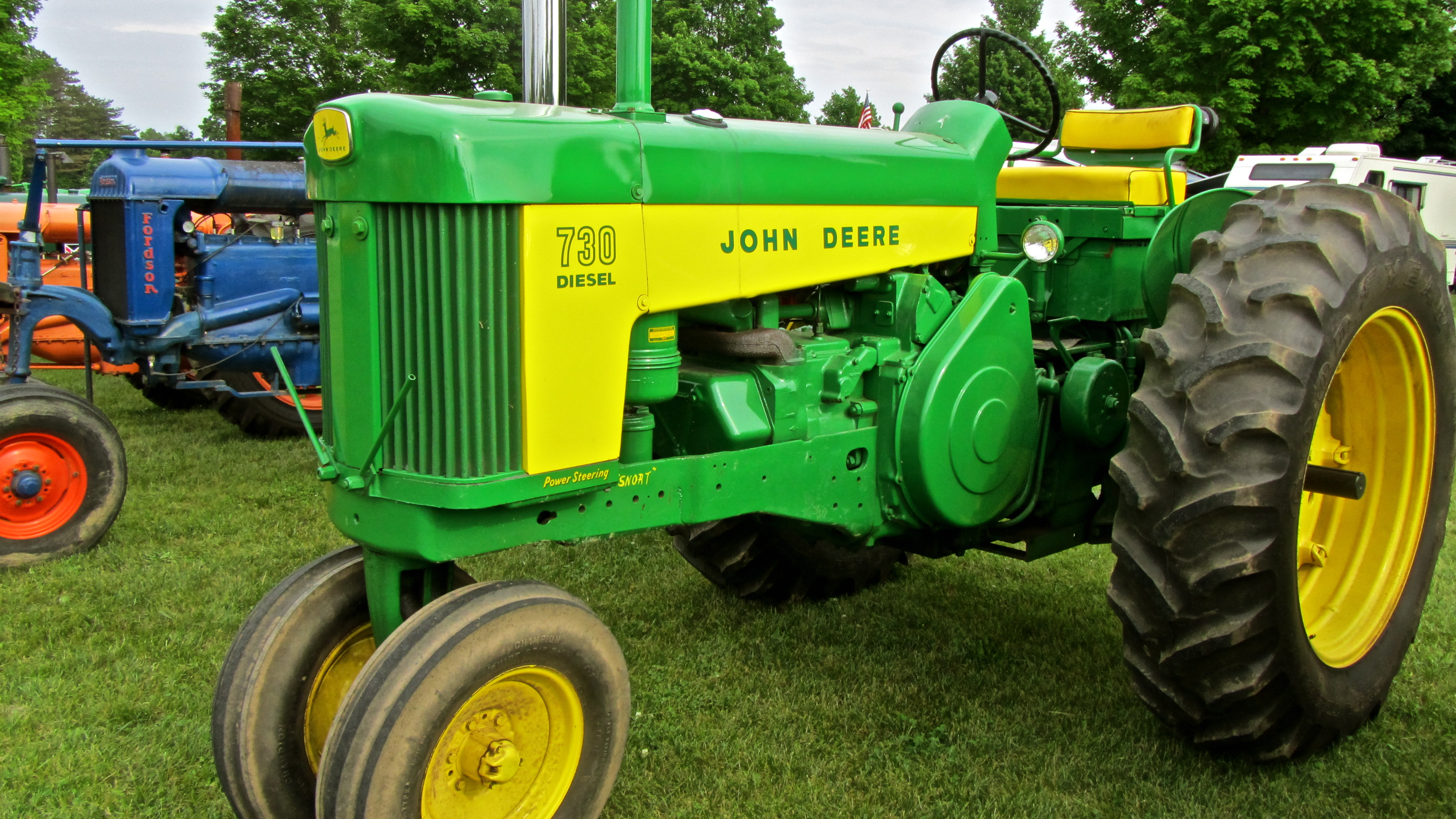 File:John Deere 730 Diesel Tractor.jpg - Wikimedia Commons