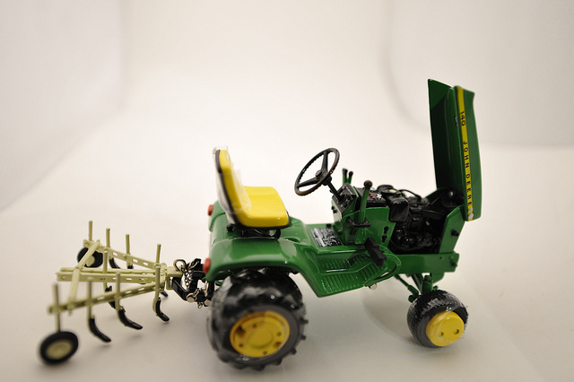 John Deere 140 Lawn Tractor with attachments 1/16th ...