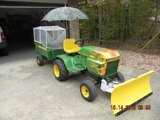 John Deere 314 Photo Gallery - TractorByNet.com