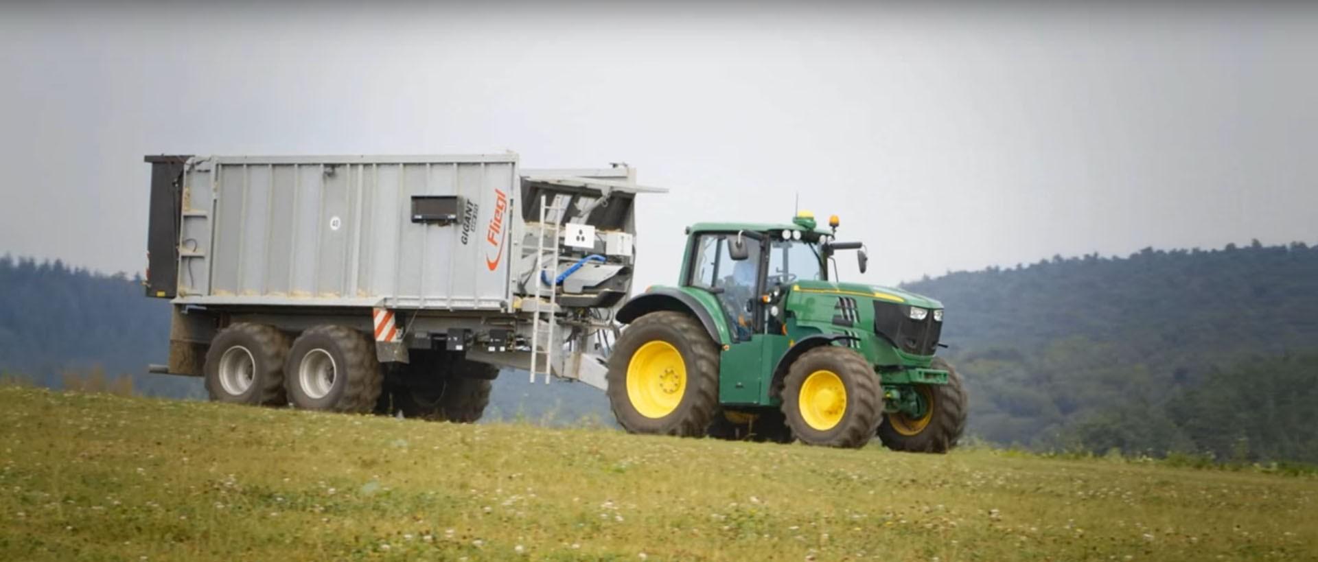 John Deere Reveals 180 HP Battery-Powered Tractor for 2016 ...