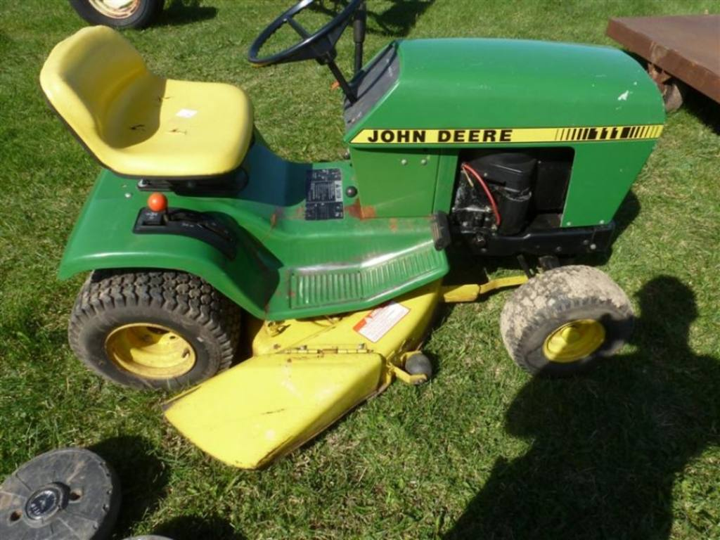 John Deere 111 riding mower, 36'' cutting deck, Briggs & Stratton 11hp 4-cycle engine, some ...