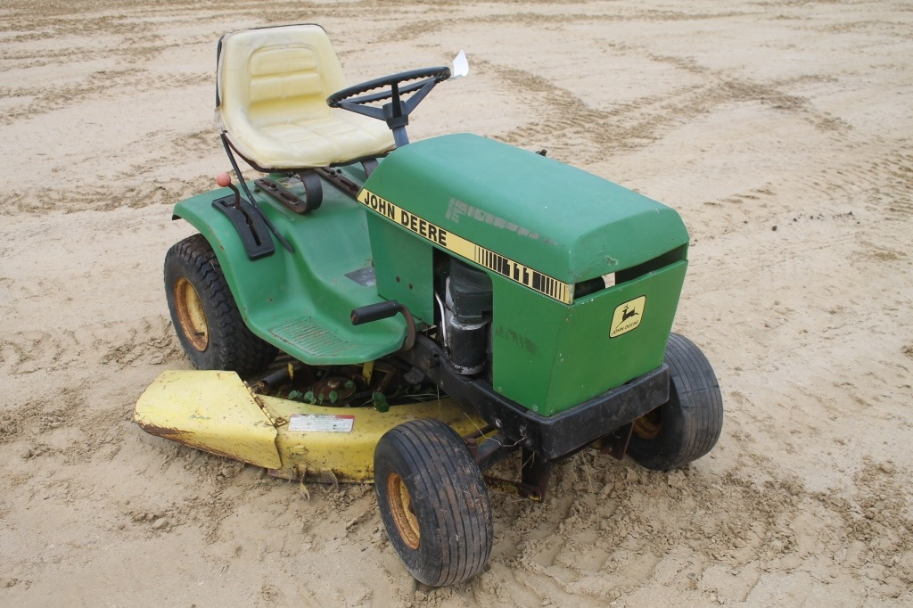 JOHN DEERE 111 RIDING MOWER WITH 38 DECK