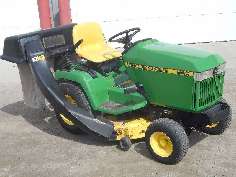 John Deere 240 Lawn Tractor With Bagger | LE April Consignments #6 | K-BID