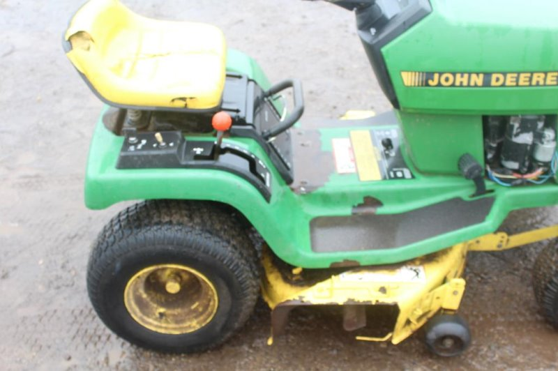 John Deere STX38 Riding Lawn Mower