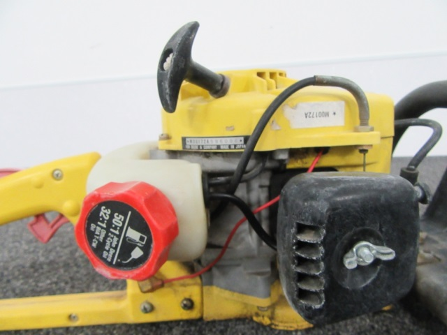 John Deere 172 Gas Hedge Trimmer