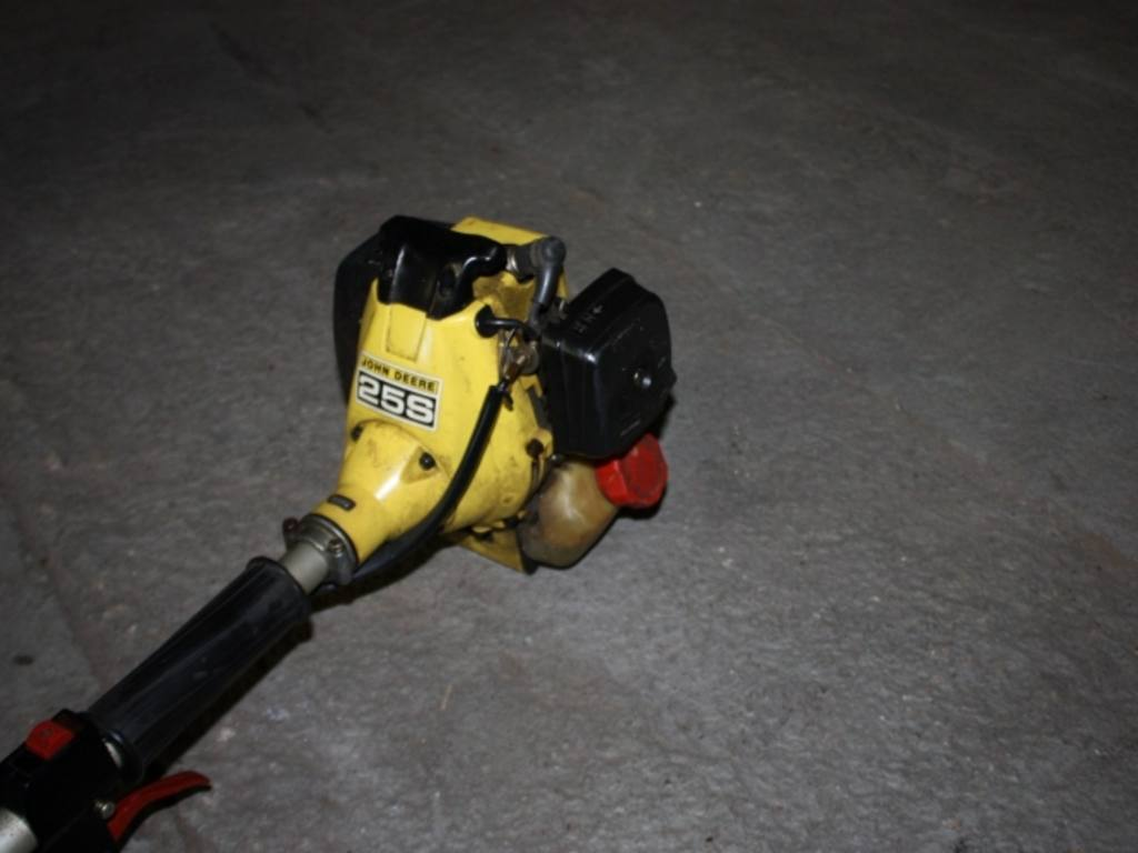 John Deere string trimmer 25S