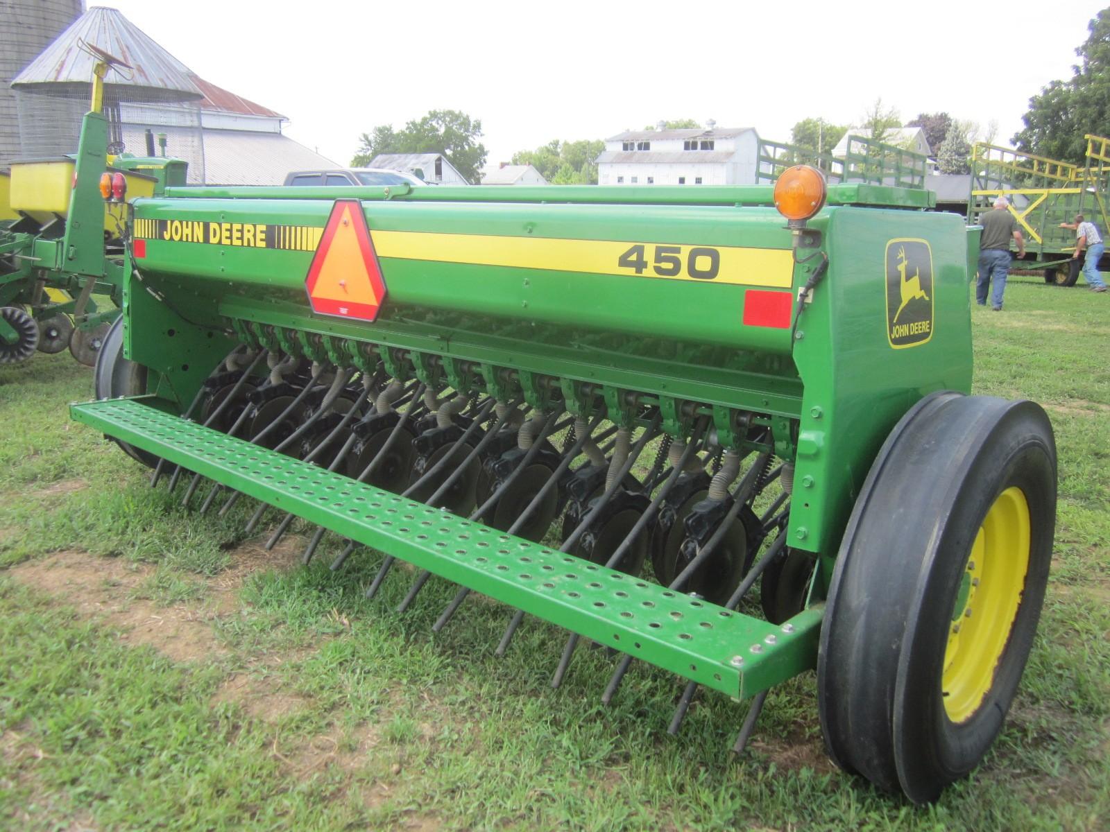John Deere 450 drill - Farm Equipment