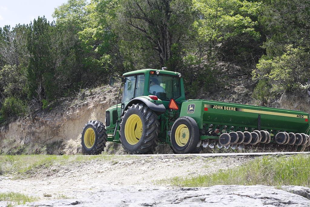 File:John Deere 6420 tractor, John Deere 450 grain drill ...
