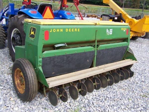 132: John Deere 1500 8' 3pt Power Seeder Drill, 8 Sp ...