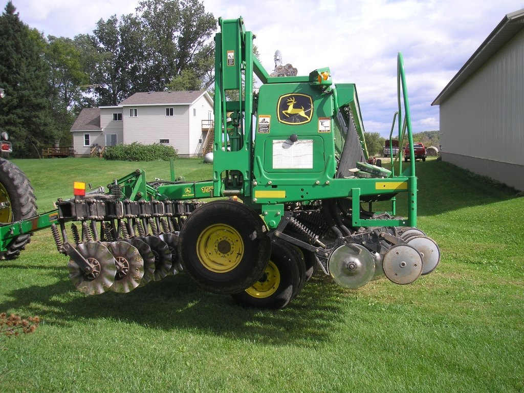 John Deere 1520 Drill w/ 1570 Zonetillage Cart