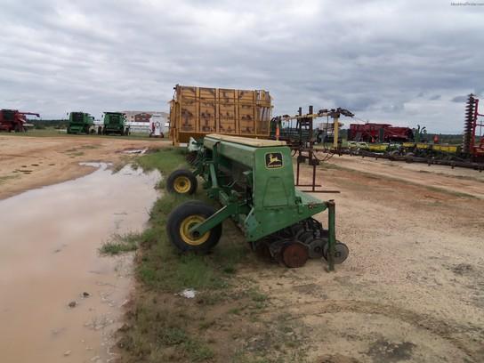 John Deere 520 Grain Drill Planting & Seeding - Box Drills ...