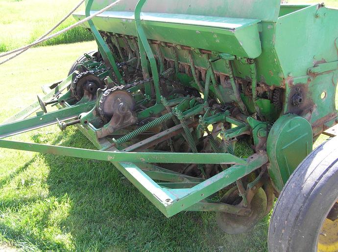 Old John Deere Van Brunt grain drill - Yesterday's Tractors