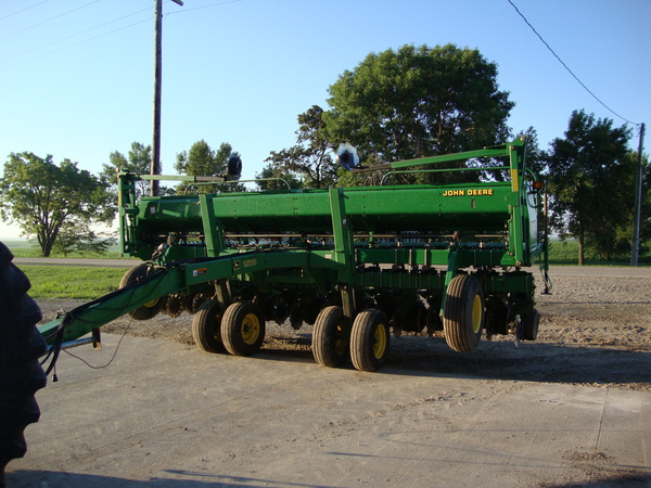 2000 John Deere 1530 Drill Pull photo, picture, image on ...