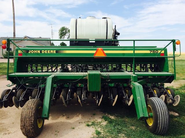 John Deere 750 Drill - Rainbow Classifieds