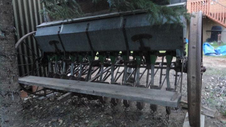 John Deere Van Brunt EE Grain Drill - Yesterday's Tractors
