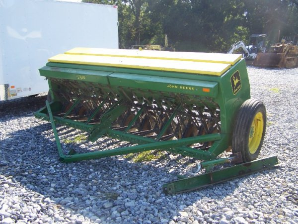 4410: John Deere 8300 10' Grain Drill for Tractors : Lot 4410